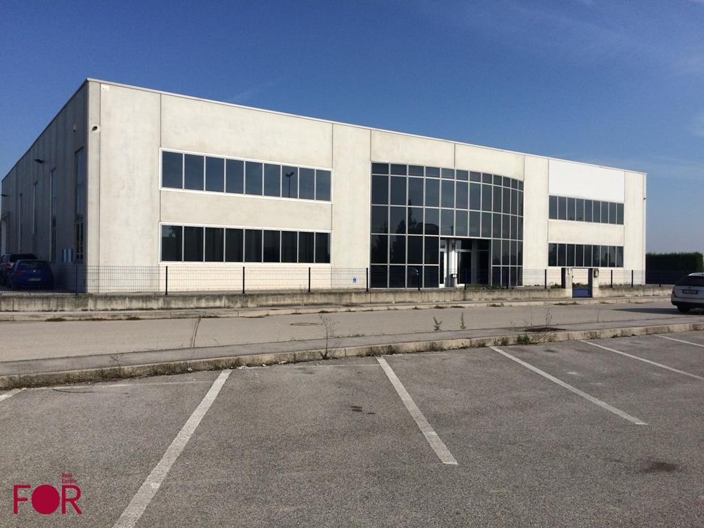 Capannone industriale con uffici a Lendinara
