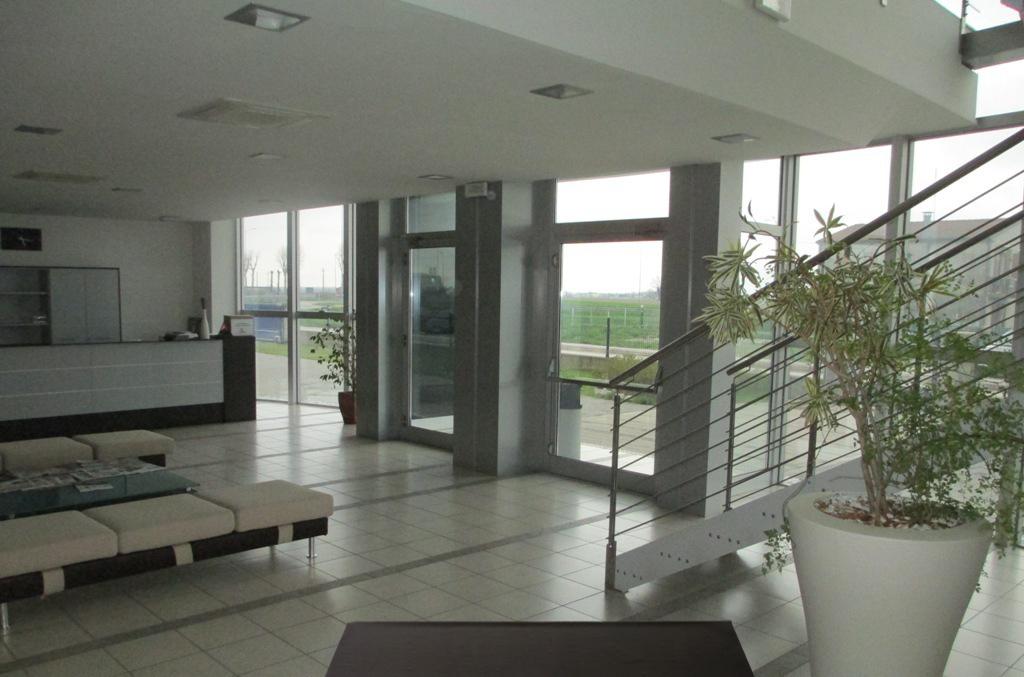Capannone industriale con uffici a Lendinara in vendita